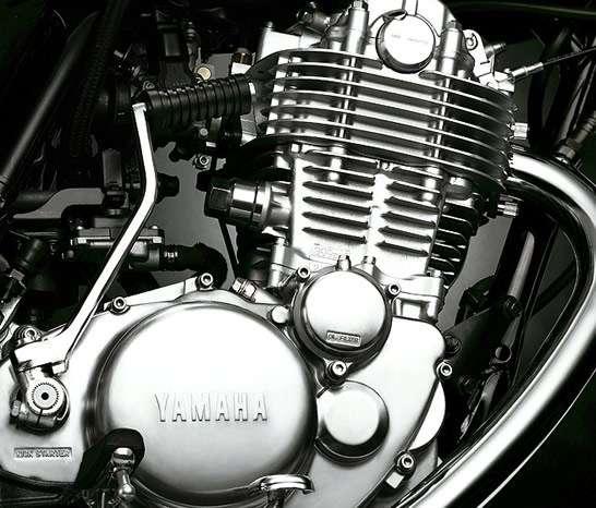 SR400 エンジン